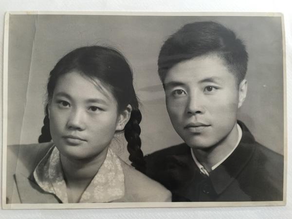 心】诚为新中国第—位女摄影师呼俄台老党员舒