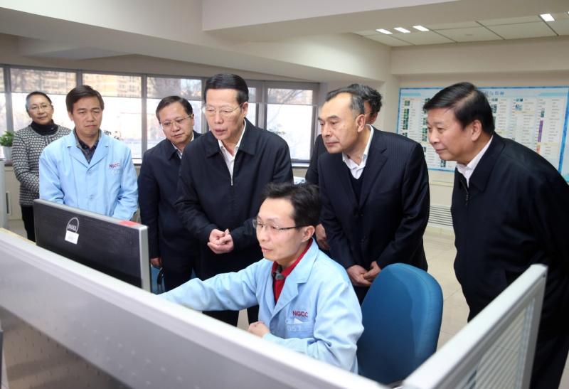 11月22日,中共中央政治局常委、国务院副总理张高丽在北京主持召开全国地理国情普查领导小组全体会议并讲话。会前,张高丽在国家测绘地理信息局调研。