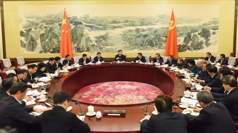 12月26日至27日,中共中央政治局召开民主生活会,中共中央总书记习近平主持会议并发表重要讲话。 新华社记者 饶爱民 摄