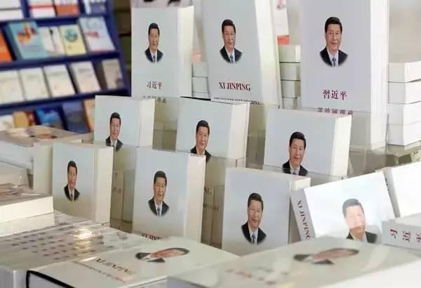 2014年11月9日,《习近平谈治国理政》一书在新西兰奥克兰举行的中国图书联展上展出。新华社发(彼得·德兰摄)