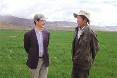 尼玛扎西(左一):西藏自治区农牧科学院党委副书记、院长
