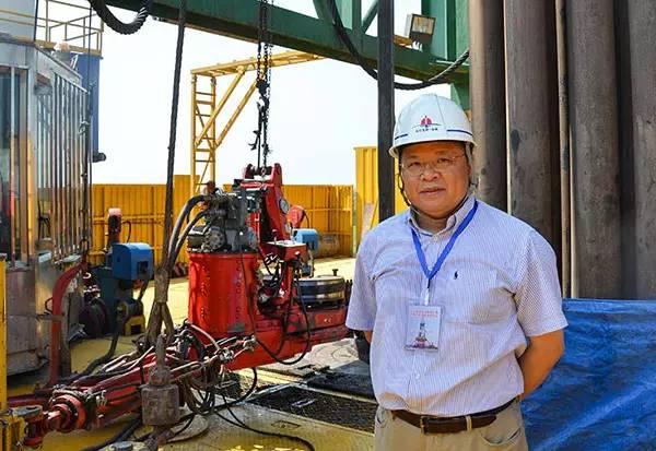 黄大年教授在深地探测项目松科二井现场