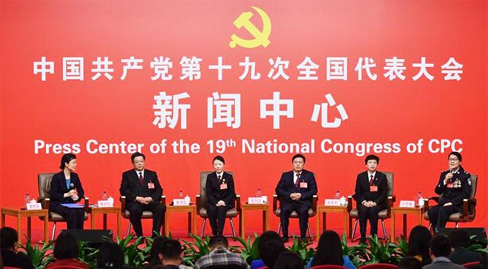 10月19日,十九大新闻中心举办集体采访,邀请政法战线代表谈全面推进依法治国。