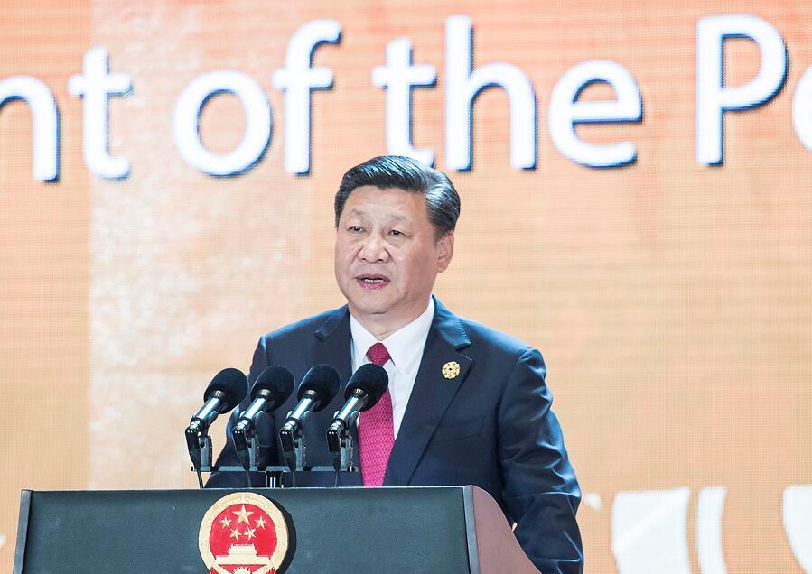 11月10日,国家主席习近平应邀出席在越南岘港举行的亚太经合组织工商领导人峰会并发表题为《抓住世界经济转型机遇谋求亚太更大发展》的主旨演讲。