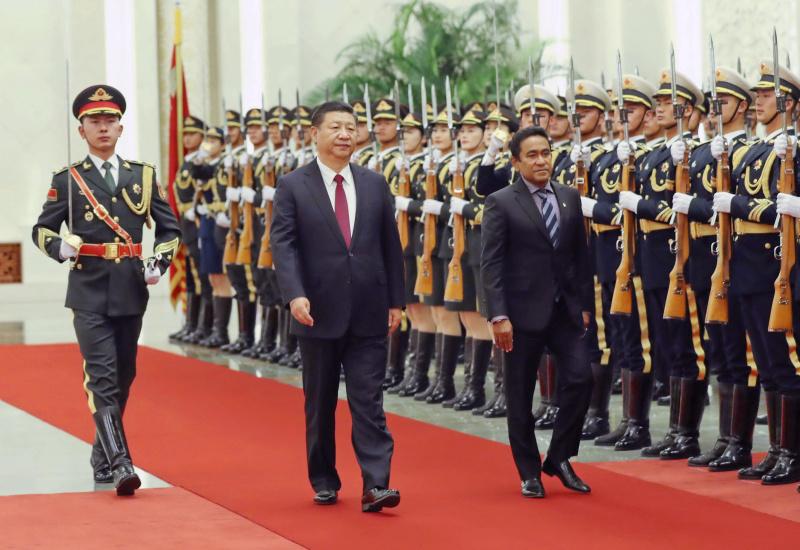 12月7日,国家主席习近平在北京人民大会堂同来华进行国事访问的马尔代夫总统亚明举行会谈。这是会谈前,习近平在人民大会堂北大厅为亚明举行欢迎仪式。