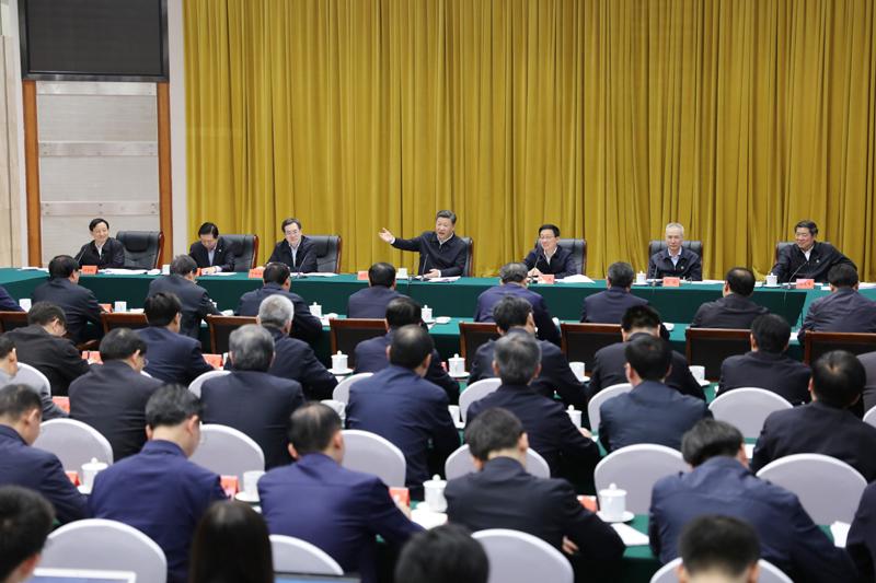 4月26日下午,中共中央总书记、国家主席、中央军委主席习近平在武汉主持召开深入推动长江经济带发展座谈会并发表重要讲话。