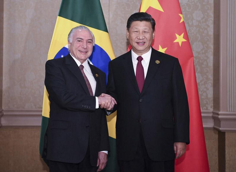 7月26日,国家主席习近平在南非约翰内斯堡会见巴西总统特梅尔。