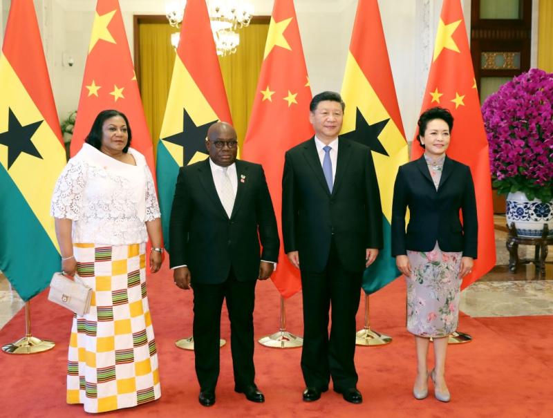 9月1日,国家主席习近平在北京人民大会堂同加纳总统阿库福-阿多举行会谈。这是习近平和夫人彭丽媛同阿库福-阿多夫妇合影。新华社记者 黄敬文 摄
