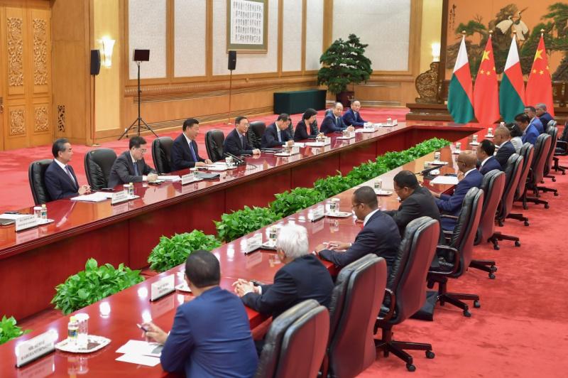 9月5日,国家主席习近平在北京人民大会堂会见马达加斯加总统埃里。新华社记者 李涛 摄