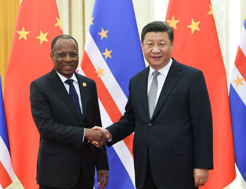 9月6日,国家主席习近平在北京人民大会堂会见佛得角总理席尔瓦。新华社记者 高洁 摄