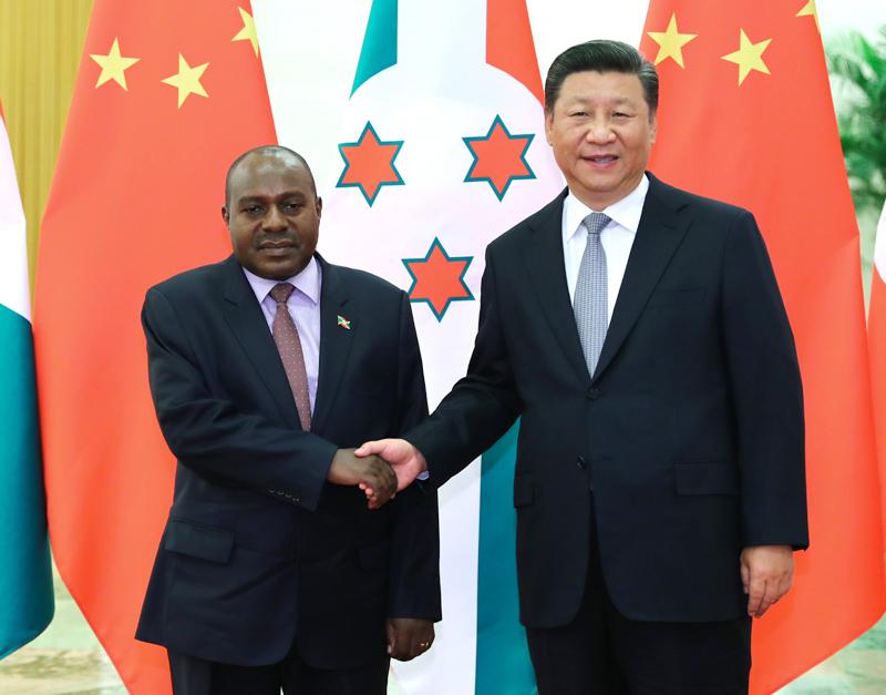 9月6日,国家主席习近平在北京人民大会堂会见布隆迪第二副总统布托雷。新华社记者 谢环驰 摄