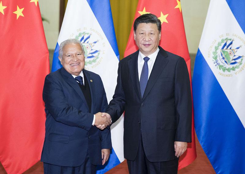 11月1日,国家主席习近平在北京人民大会堂同萨尔瓦多总统桑切斯举行会谈。会谈前,习近平在人民大会堂北大厅为桑切斯举行欢迎仪式。新华社记者 黄敬文 摄