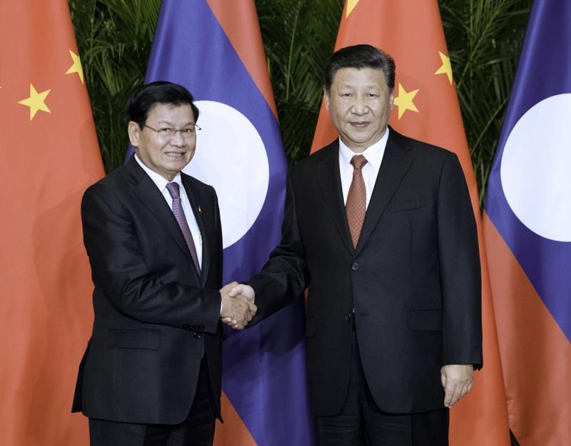 11月4日,国家主席习近平在上海会见老挝总理通伦。新华社记者 丁海涛 摄