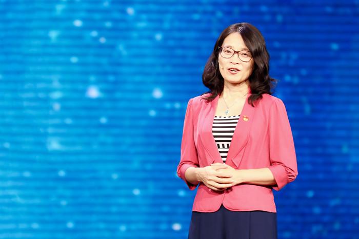 图为王淑芳参加《榜样3》专题节目录制