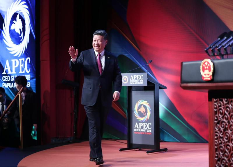 11月17日,国家主席习近平应邀出席在巴布亚新几内亚莫尔兹比港举行的亚太经合组织工商领导人峰会并发表题为《同舟共济创造美好未来》的主旨演讲。这是习近平步入会场。新华社记者 丁林 摄