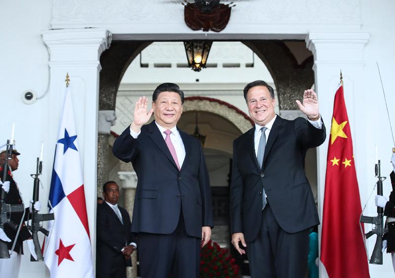 当地时间12月3日,国家主席习近平在巴拿马城同巴拿马总统巴雷拉举行会谈。