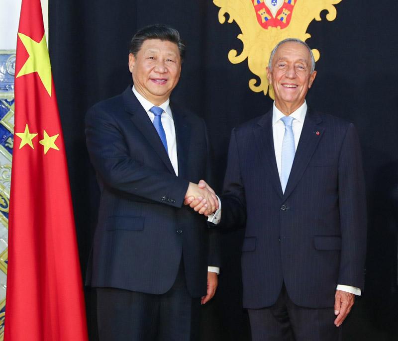 当地时间12月4日,国家主席习近平在里斯本同葡萄牙总统德索萨举行会谈。