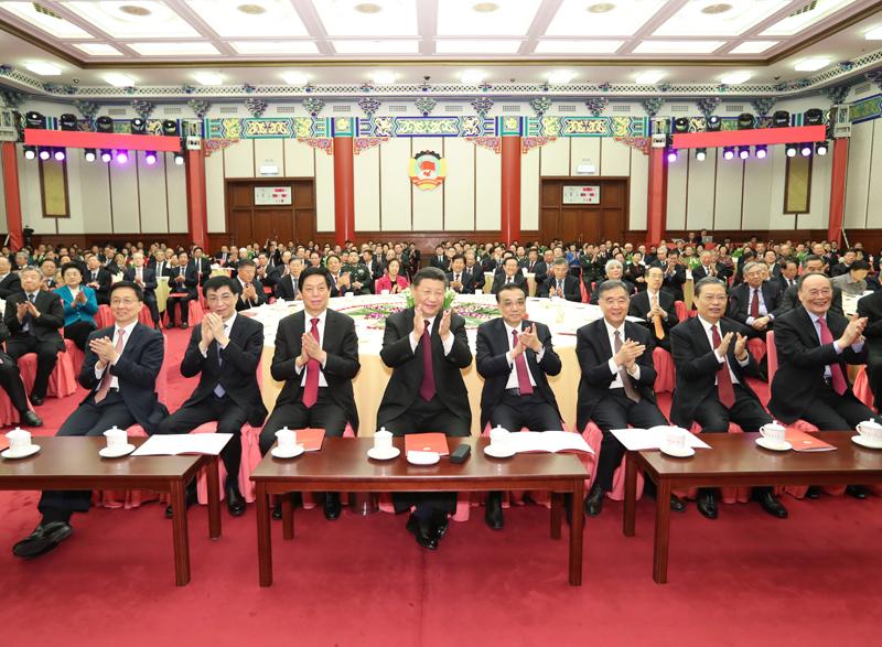 12月29日,全国政协在北京举行新年茶话会。党和国家领导人习近平、李克强、栗战书、汪洋、王沪宁、赵乐际、韩正、王岐山出席茶话会并观看演出。