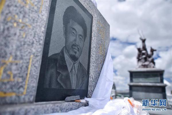 索南达杰烈士纪念碑(2018年8月10日摄)。新华社记者 吴刚 摄