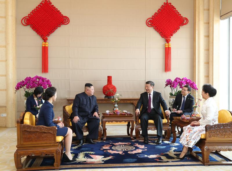 1月8日,中共中央总书记、国家主席习近平同当日抵京的朝鲜劳动党委员长、国务委员会委员长金正恩举行会谈。这是1月9日,习近平在北京饭店会见金正恩。