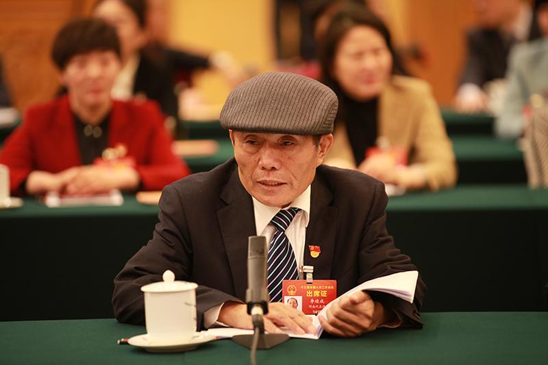 李连成代表
