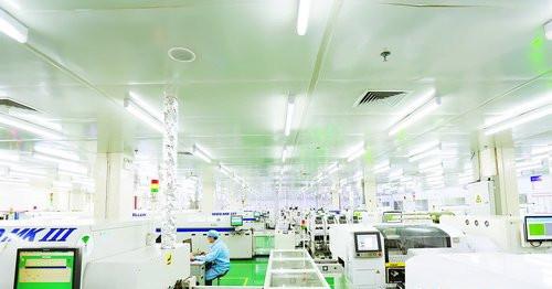 国内软板行业龙头企业弘信电子今年着手进行技改、扩产。图为弘信电子生产车间