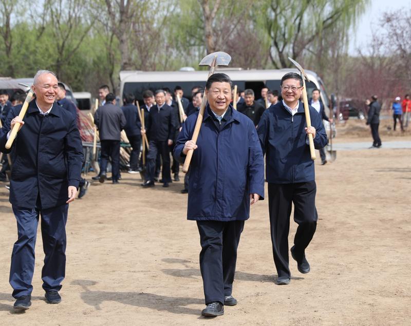 4月8日,党和国家领导人习近平、栗战书、汪洋、王沪宁、赵乐际、韩正、王岐山等来到北京市通州区永顺镇参加首都义务植树活动。