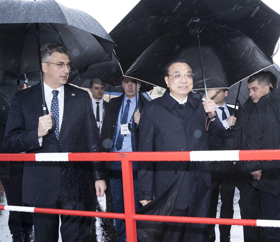 Chinese Premier Li Keqiang (R, front) and his Croatian counterpart Andrej Plenkovic visit the construction site of Peljesac Bridge being built by a Chinese consortium on the Peljesac Peninsula in southern Croatia, April 11, 2019. (Xinhua/Huang Jingwen)