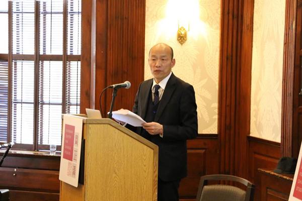 韩国瑜在哈佛大学进行闭门演讲,台下约四五十人聆听。(图片取自台媒)