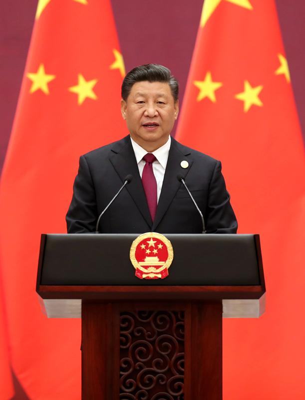 """4月26日,国家主席习近平和夫人彭丽媛在北京人民大会堂举行宴会,欢迎出席第二届""""一带一路""""国际合作高峰论坛的外方领导人夫妇及嘉宾。这是习近平发表致辞,代表中国政府和中国人民热烈欢迎各位嘉宾。"""