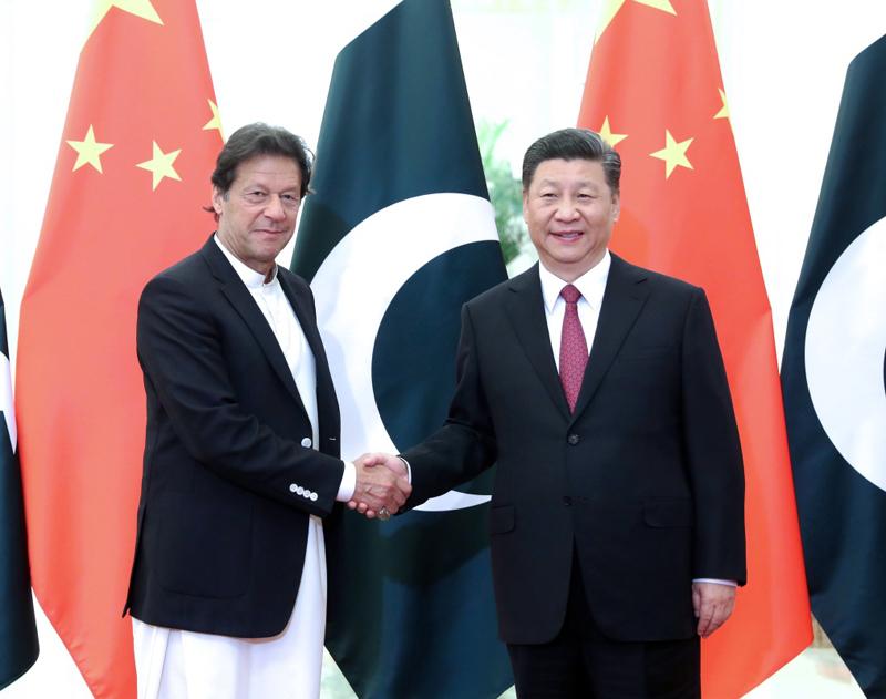 4月28日,国家主席习近平在北京人民大会堂会见巴基斯坦总理伊姆兰·汗。
