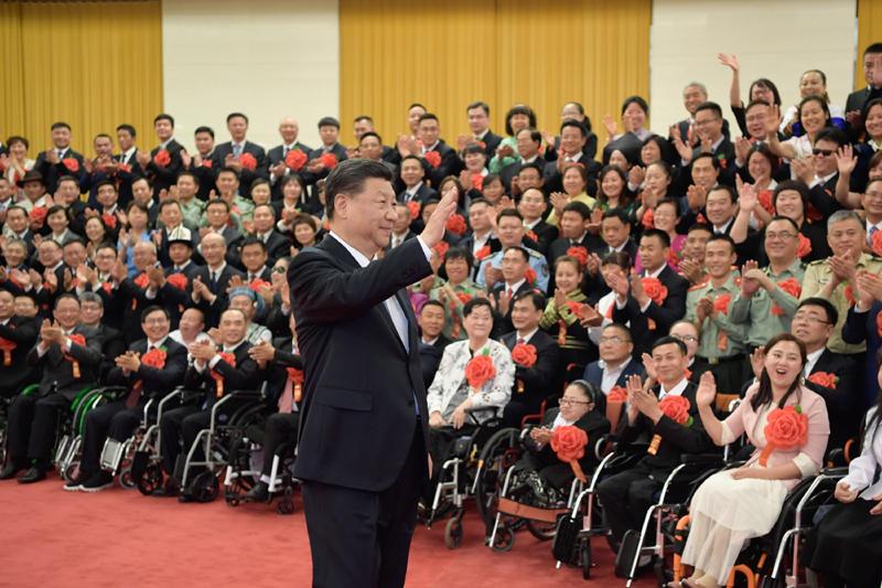 5月16日,党和国家领导人习近平、李克强、王沪宁等在北京人民大会堂会见第六次全国自强模范暨助残先进表彰大会代表。