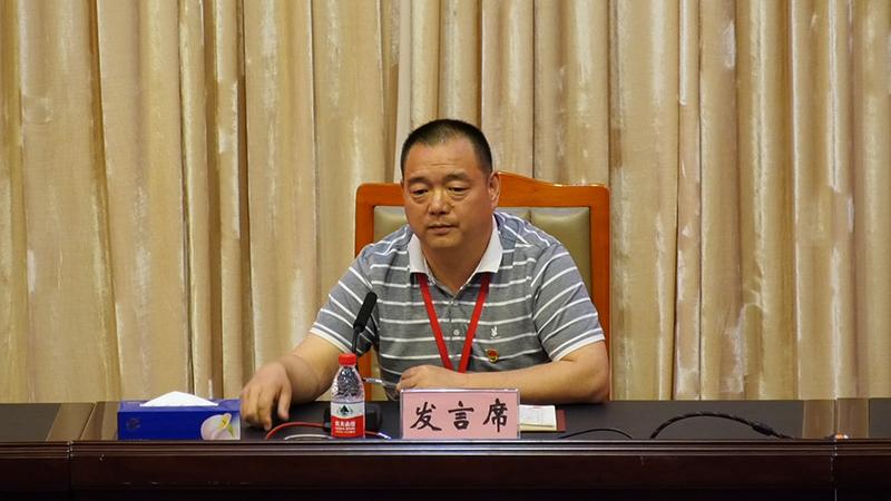 河北省广平县崔营村党支部书记梁卫正在学员大讲堂进行交流发言