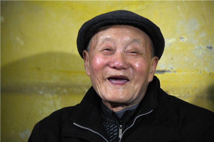 这是3月31日拍摄的张富清。新华社记者 程敏 摄