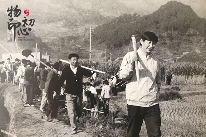 1989年12月2日,习近平带领地直机关干部到宁德市参加义务劳动。