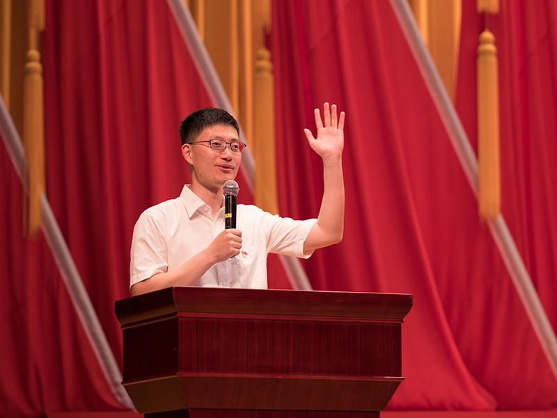 王佳伟老师向现场学员提问
