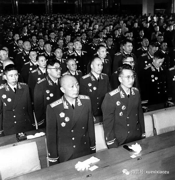 1955年9月授衔仪式上的聂荣臻(前排左一)