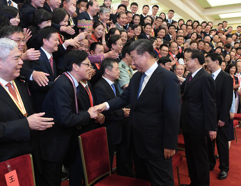9月10日,党和国家领导人习近平、李克强、王沪宁等在北京人民大会堂会见庆祝2019年教师节暨全国教育系统先进集体和先进个人表彰大会受表彰代表。