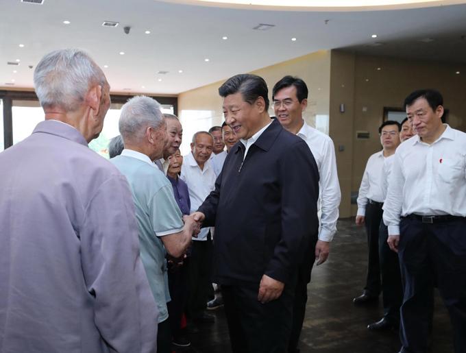 2019年5月20日,万博水晶宫 在赣州市于都县中央红军长征出发纪念馆会见于都县的红军后代、革命烈士家属代表。