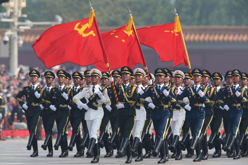 10月1日上午,庆祝中华人民共和国成立70周年大会在北京天安门广场隆重举行。这是行进中的仪仗方队。