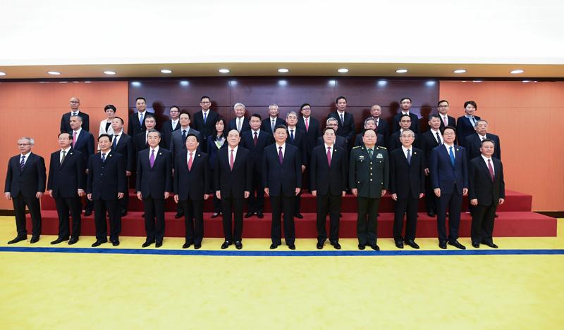 12月20日,国家主席习近平在澳门会见澳门特别行政区新任行政、立法、司法机关负责人。新华社记者 谢环驰 摄
