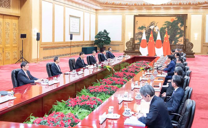 12月23日,国家主席习近平在北京人民大会堂会见日本首相安倍晋三。新华社记者 李涛 摄