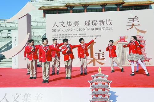 杏東小學的同學們在朗誦