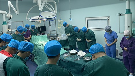 器官获取手术前的默哀仪式