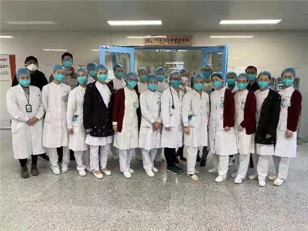龚楚雄与同济医院呼吸科全体医务人员合影