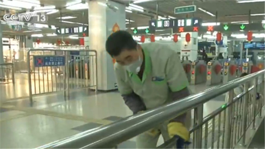 每小�r消毒1次!北京:地�F�ν��L�^�V�W 票卡等��化消毒