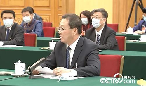全國人大代表、錫林郭勒盟盟長霍照良向總書記做匯報。