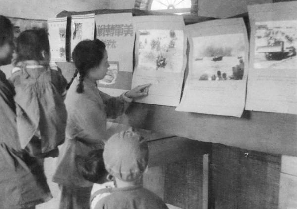 丝瓜成版人性视频app张建珍负责陕甘宁晋绥联防军总政治部警卫排俱乐部工作,为战士们举办时政图片展览。