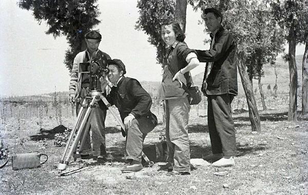 丝瓜成版人性视频app1959年摄制纪录片《花果山》工作照。