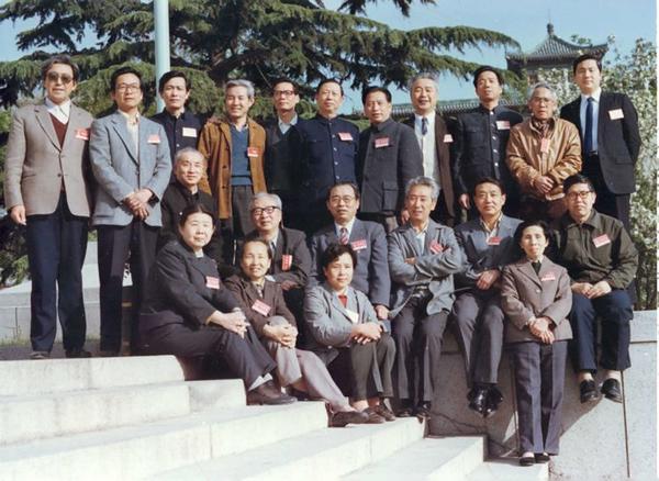 丝瓜成版人性视频app1985年秋,张建珍(前排右二)与参加第五届中国电影家协会代表大会的新影代表合影于北京友谊宾馆。
